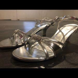 Shoes - Silver heels with rhinestone jewel